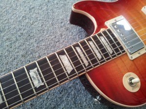 Safely Buy Guitars Online - 2014 Gibson Les Paul Standard Plus Heritage Cherry Sunburst Perimeter